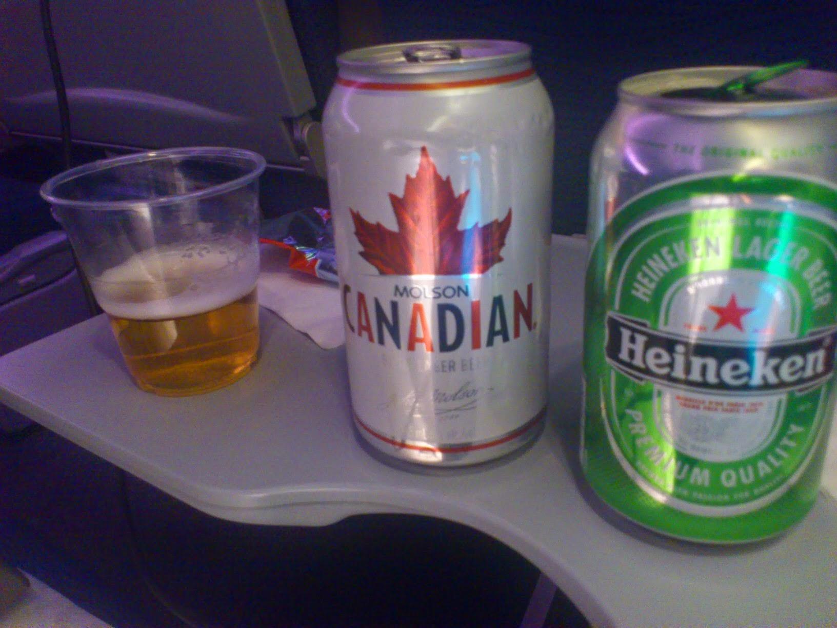 AC010 07DEC11 エアカナダ 機内食 エコノミークラス