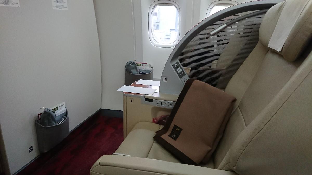 JL b777-200 国内線 ファーストクラス座席