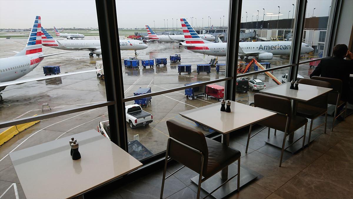 シカゴ オヘア空港 アメリカン航空 フラグシップラウンジ