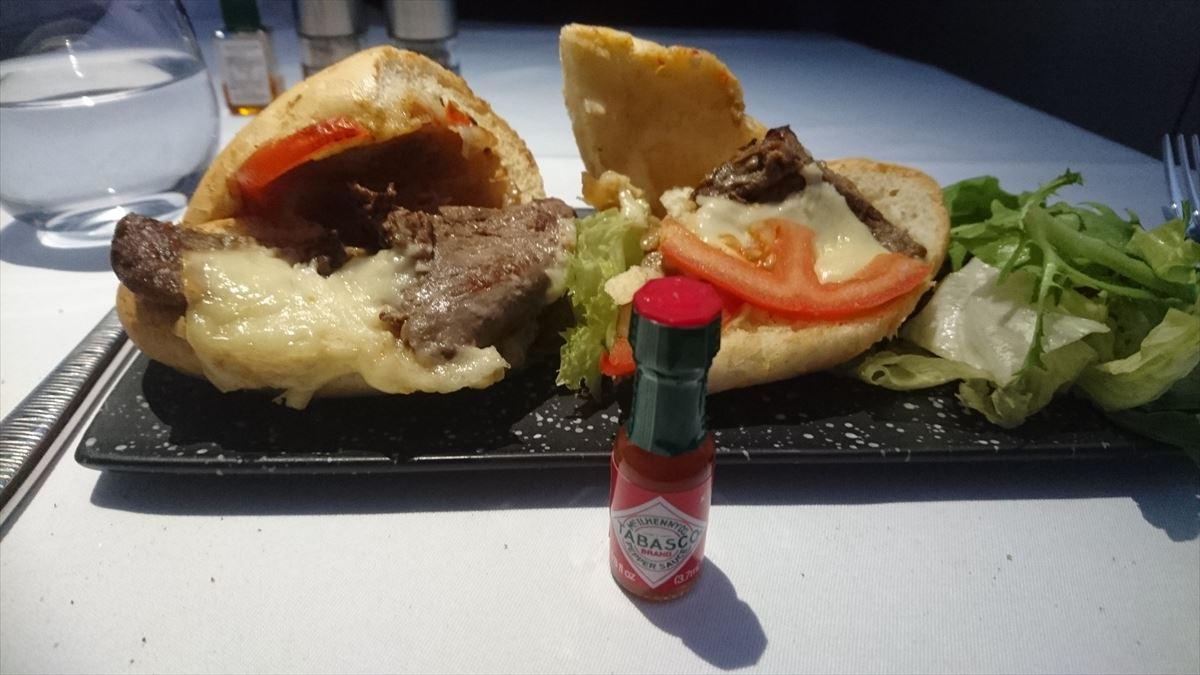 機内食の調味料 カタール航空