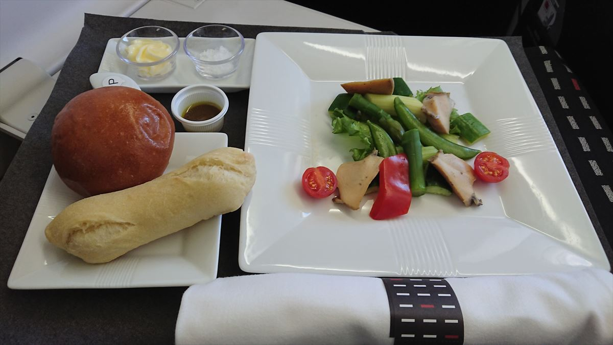 機内食の調味料 JAL
