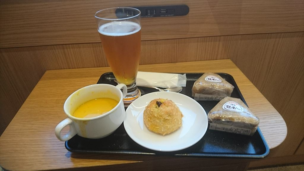 羽田 JAL Diamond Premier Lounge