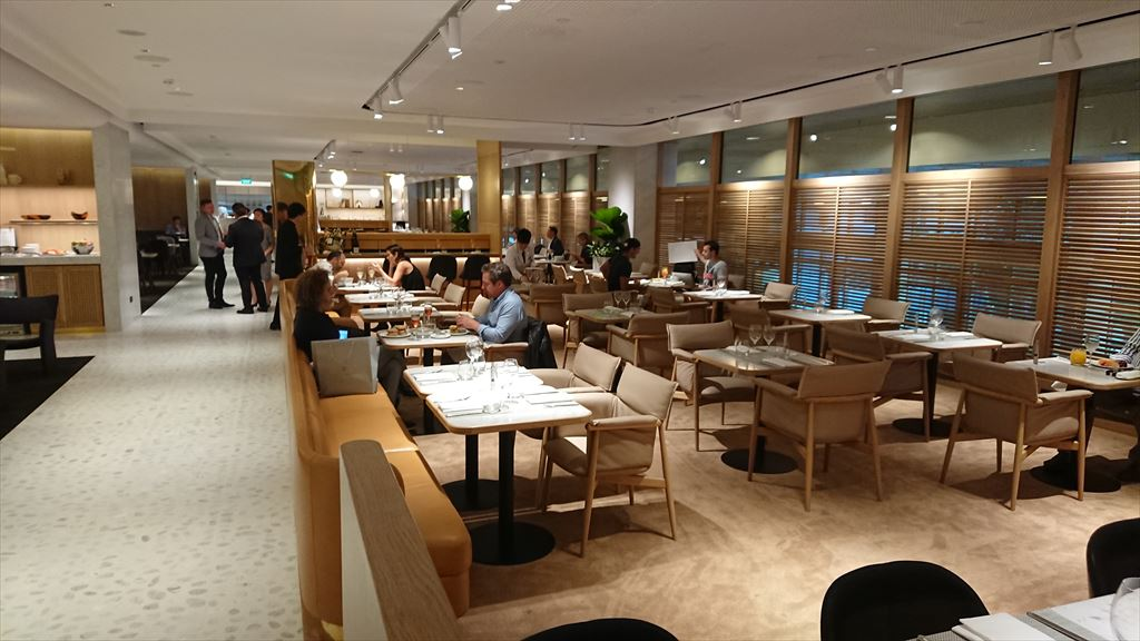 qantas first lounge singapore