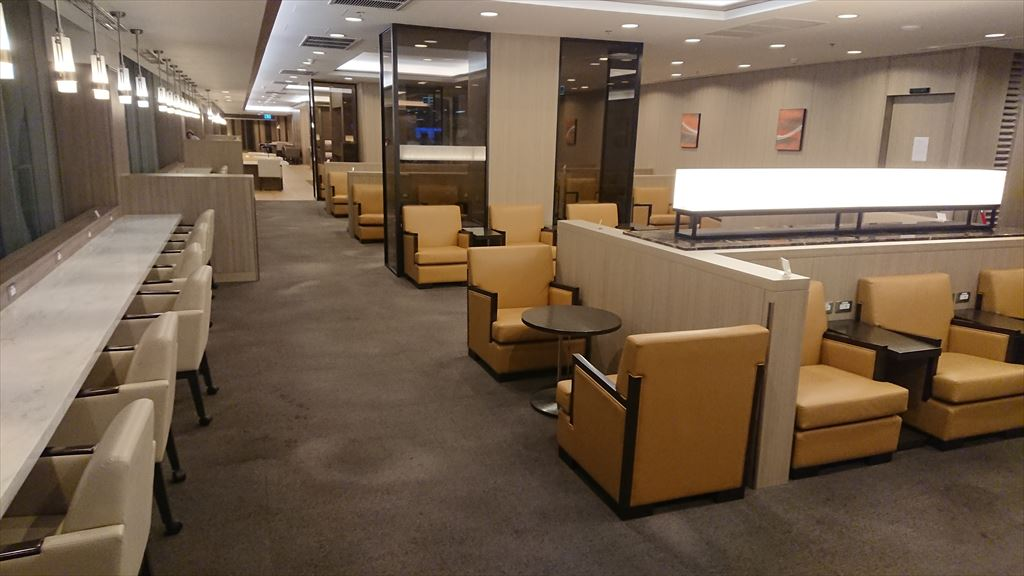 バンコク・スワンナプーム空港 JAL サクララウンジ