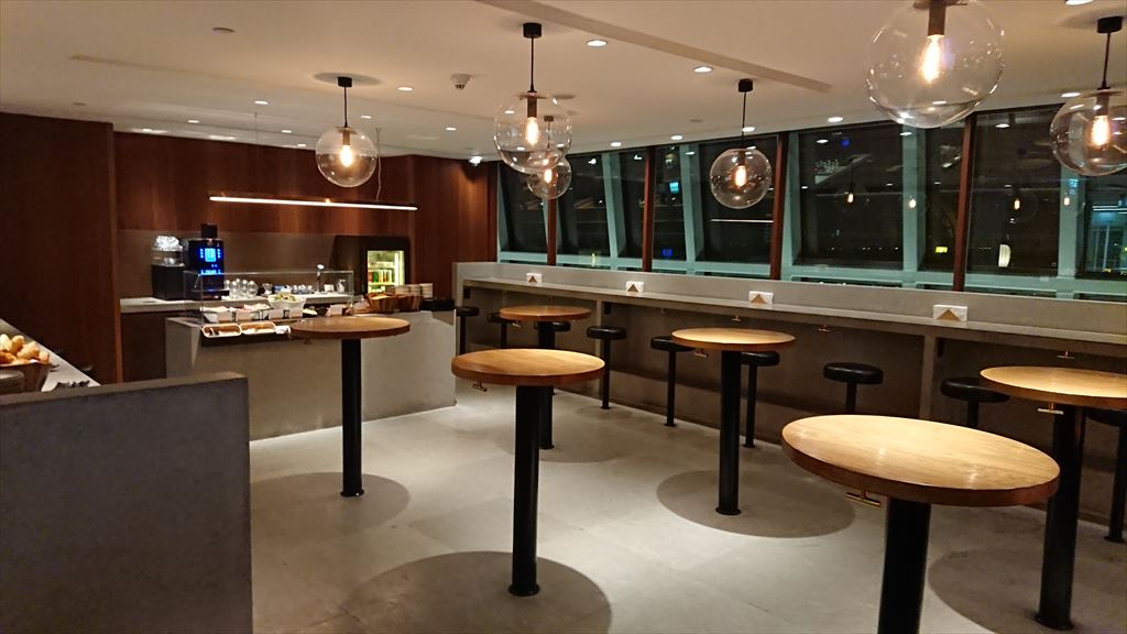バンコク スワンナプーム空港 キャセイパシフィック ビジネス ラウンジ