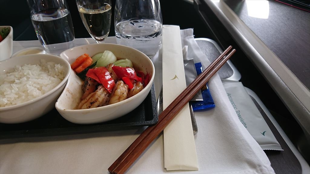 25NOV19 CX619 バンコク - シンガポール Business Class 機内食