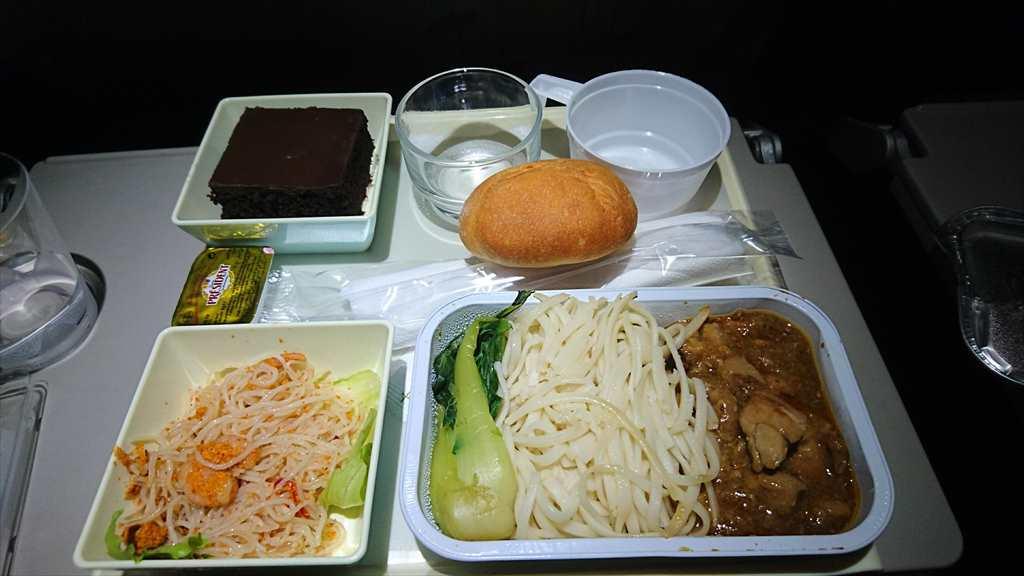 04JAN17 VN674 クアラルンプール~ホーチミン エコノミークラス 機内食