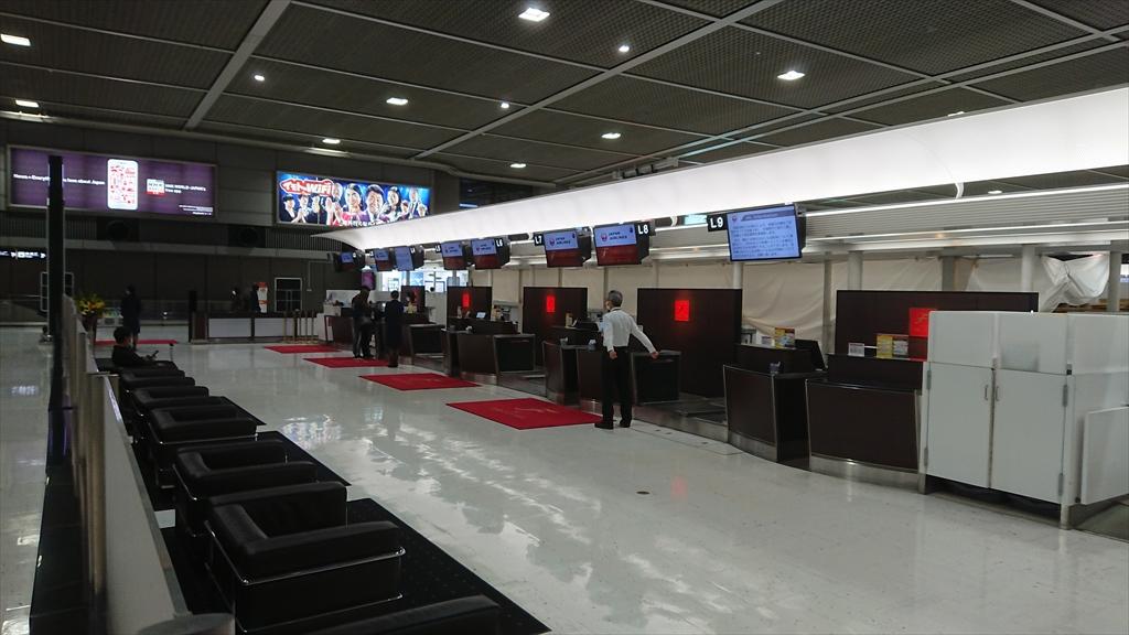 成田空港 JAL ファーストクラスカウンター