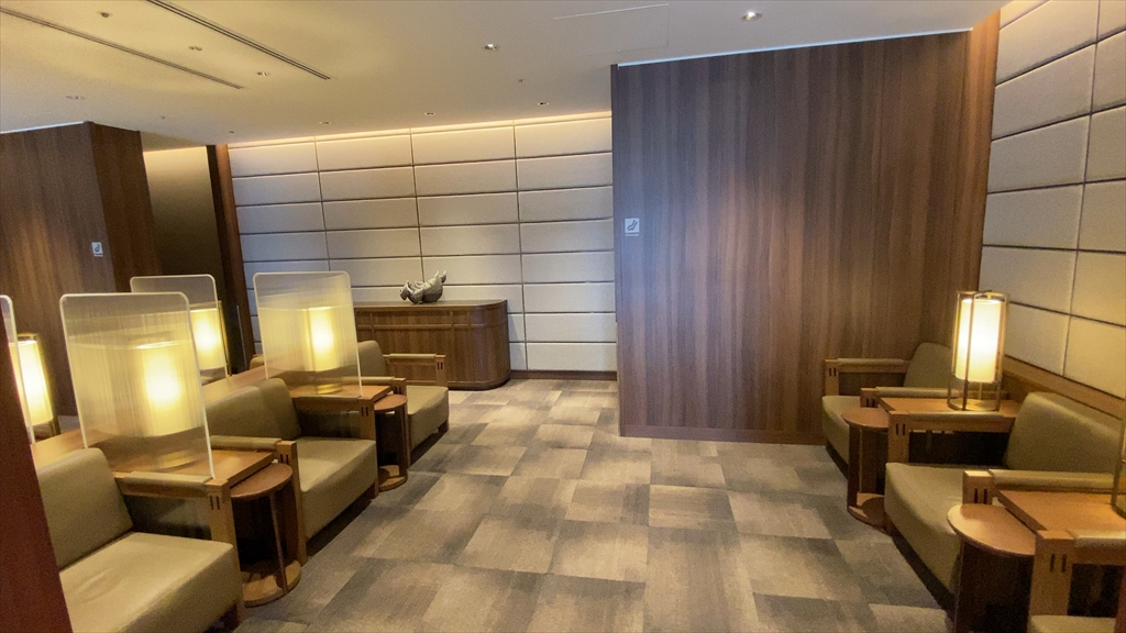 福岡空港 JAL DIAMOND PREMIER LOUNGE 20年08月訪問