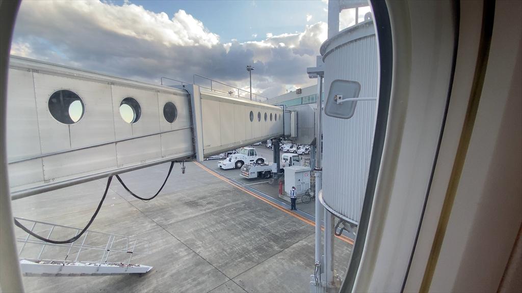 ボーイングB777-200型機 JL516 札幌(新千歳)~羽田 ファーストクラス 搭乗記 20SEP20