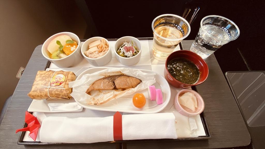 JAL JL901 羽田~沖縄(那覇) ファーストクラス機内食 24DEC20