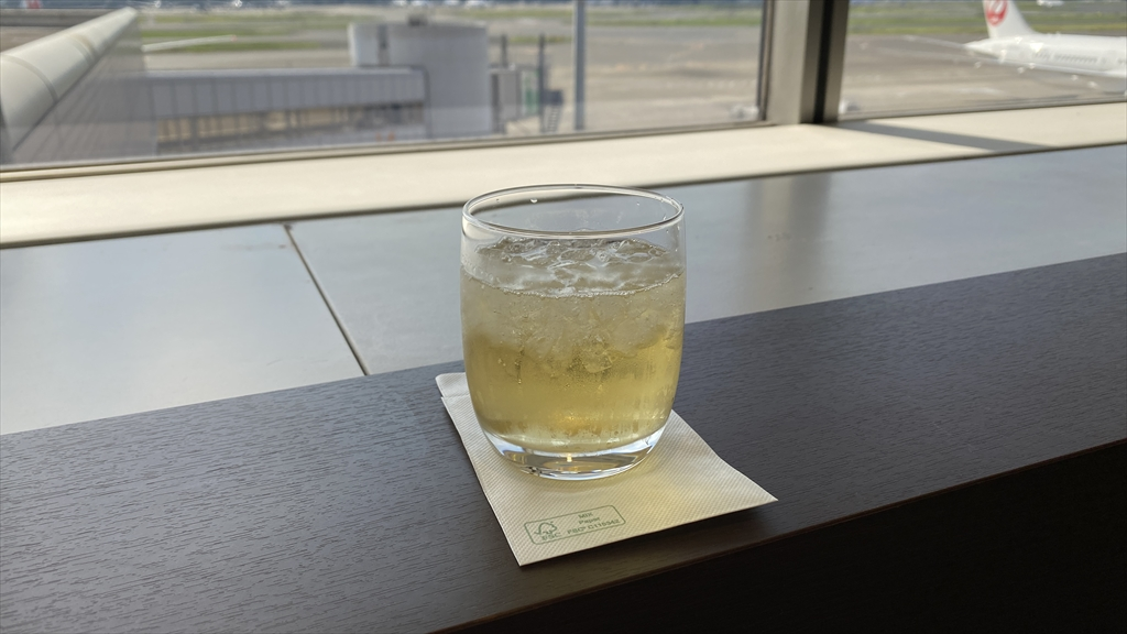 羽田空港 第一ターミナル 北ウィング JAL ダイヤモンドプレミアラウンジ フード&ドリンクカウンター